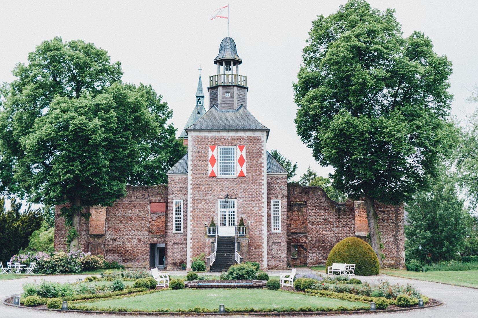 schloss-hertefeld-hochzeitsfotograf-pastel-vintage-hertefeld-hochzeit-