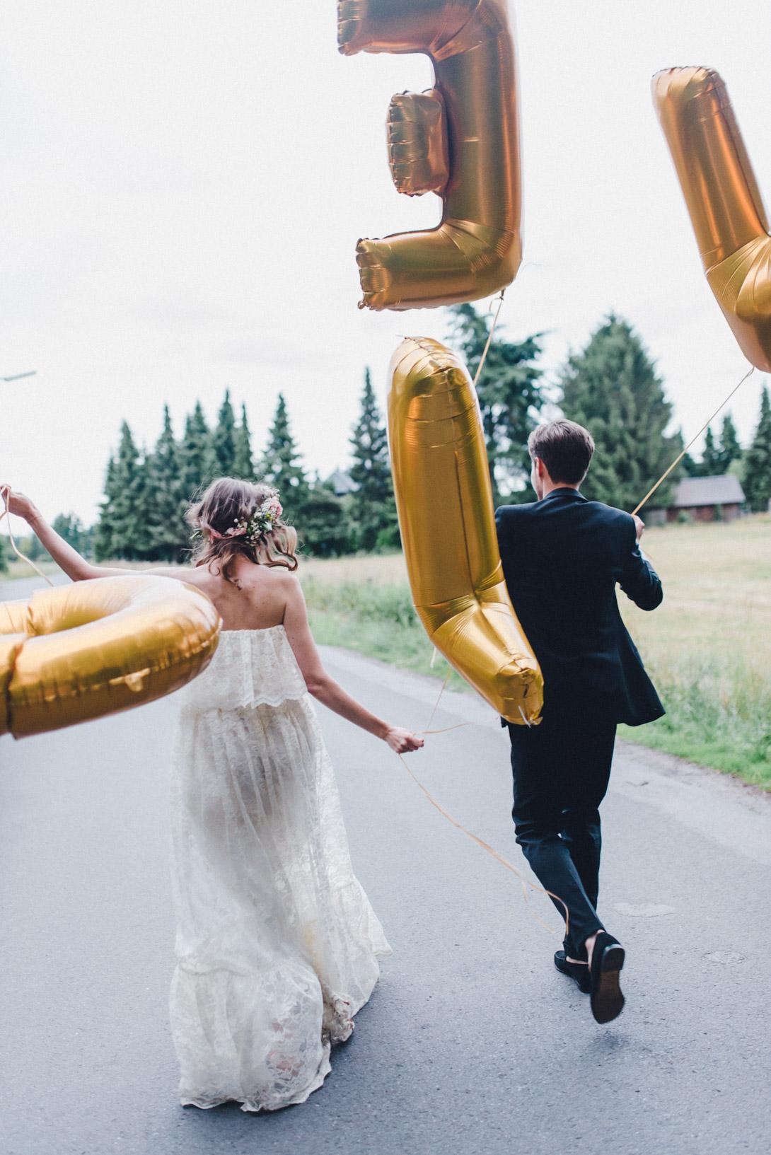 DIY-Hochzeit-gold-VW-Bully-112