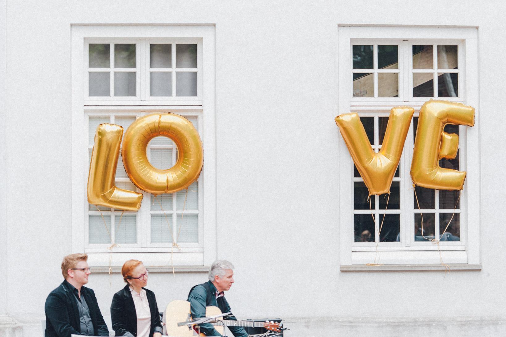 DIY-Hochzeit-gold-VW-Bully-50