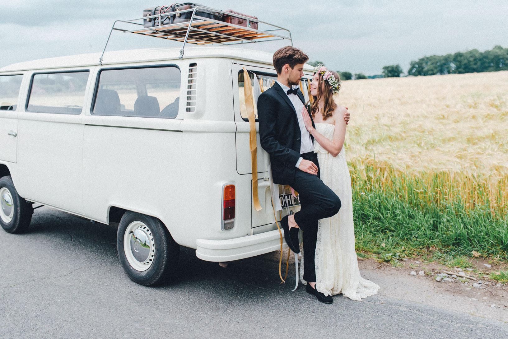 DIY-Hochzeit-gold-VW-Bully-103