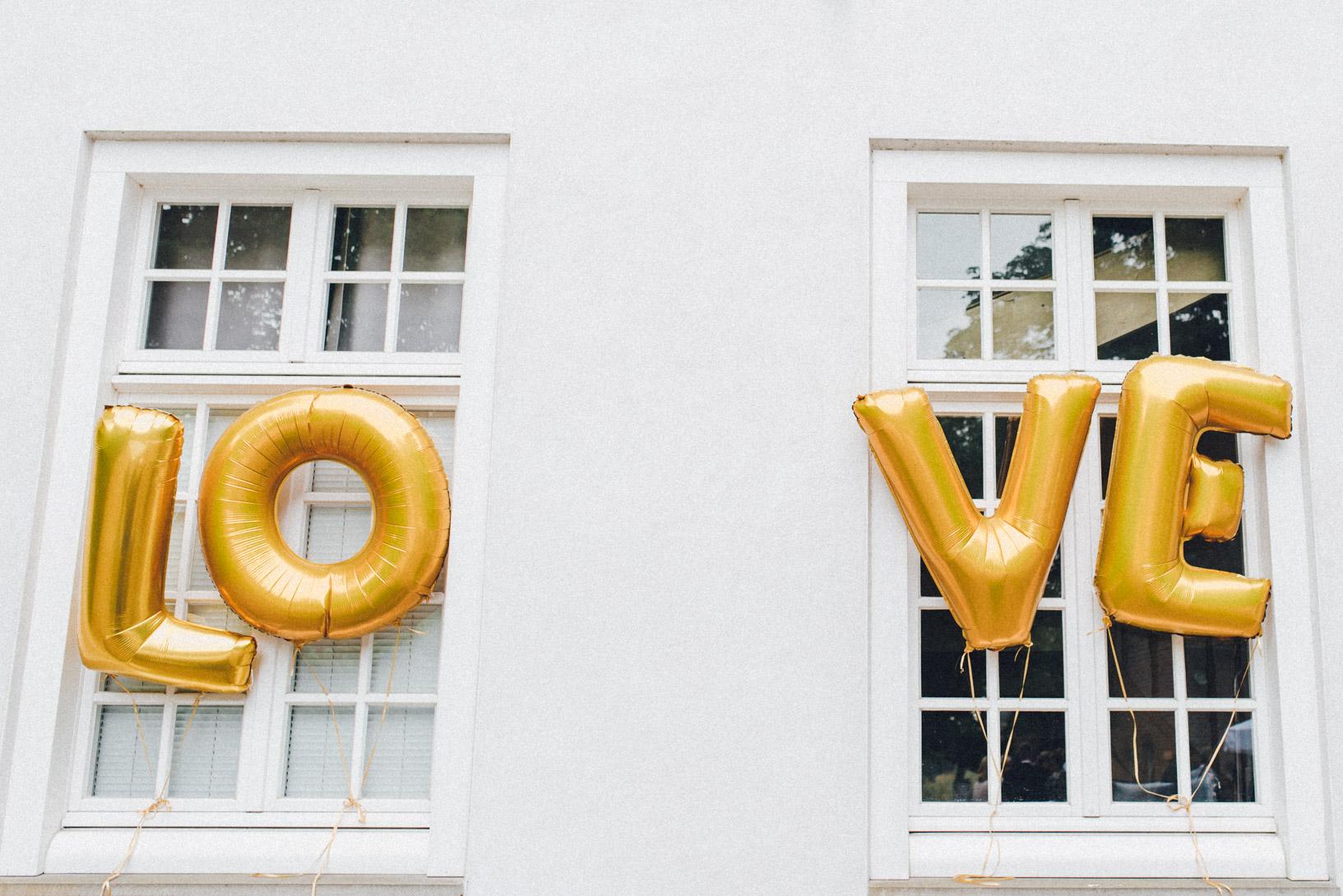 DIY-Hochzeit-gold-VW-Bully-47