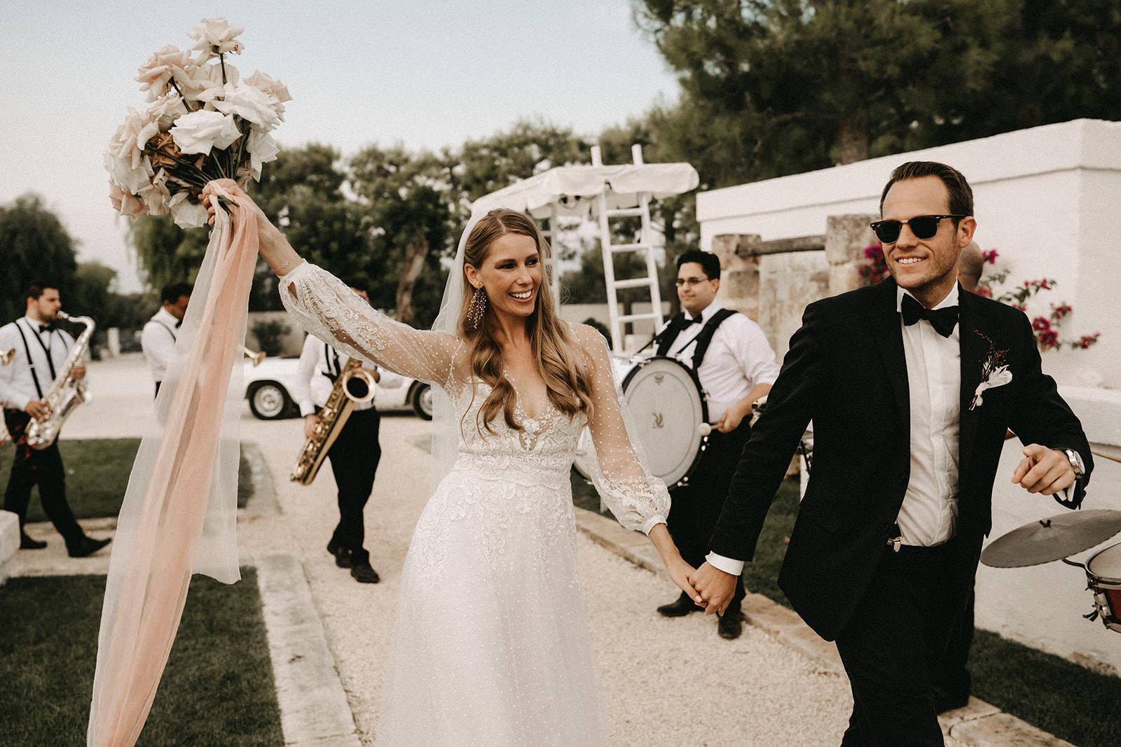 puglia, wedding, couple, music